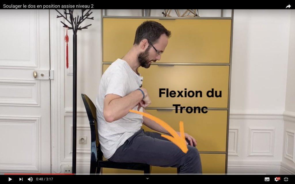 Exercice de kiné en position assise