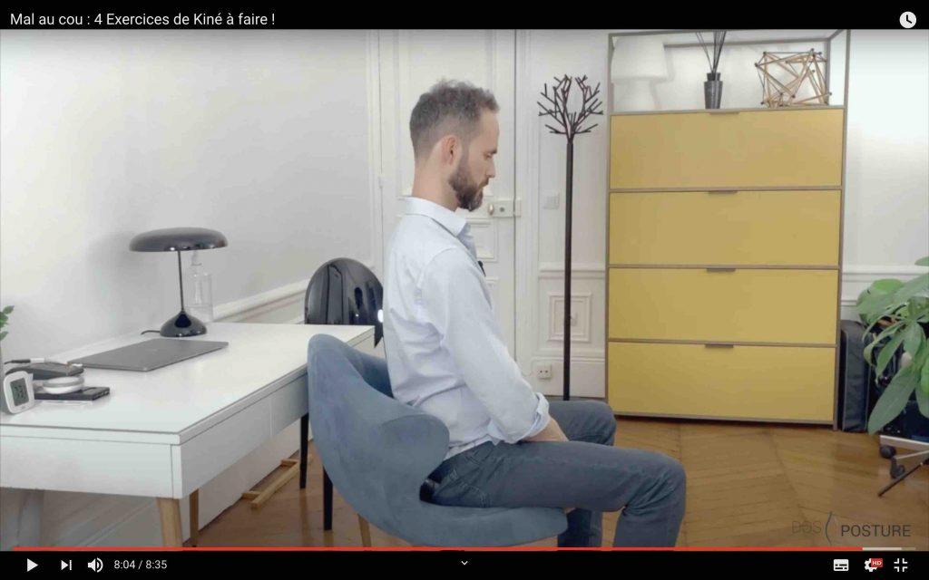 Mobiliser le cou en redressant la tête