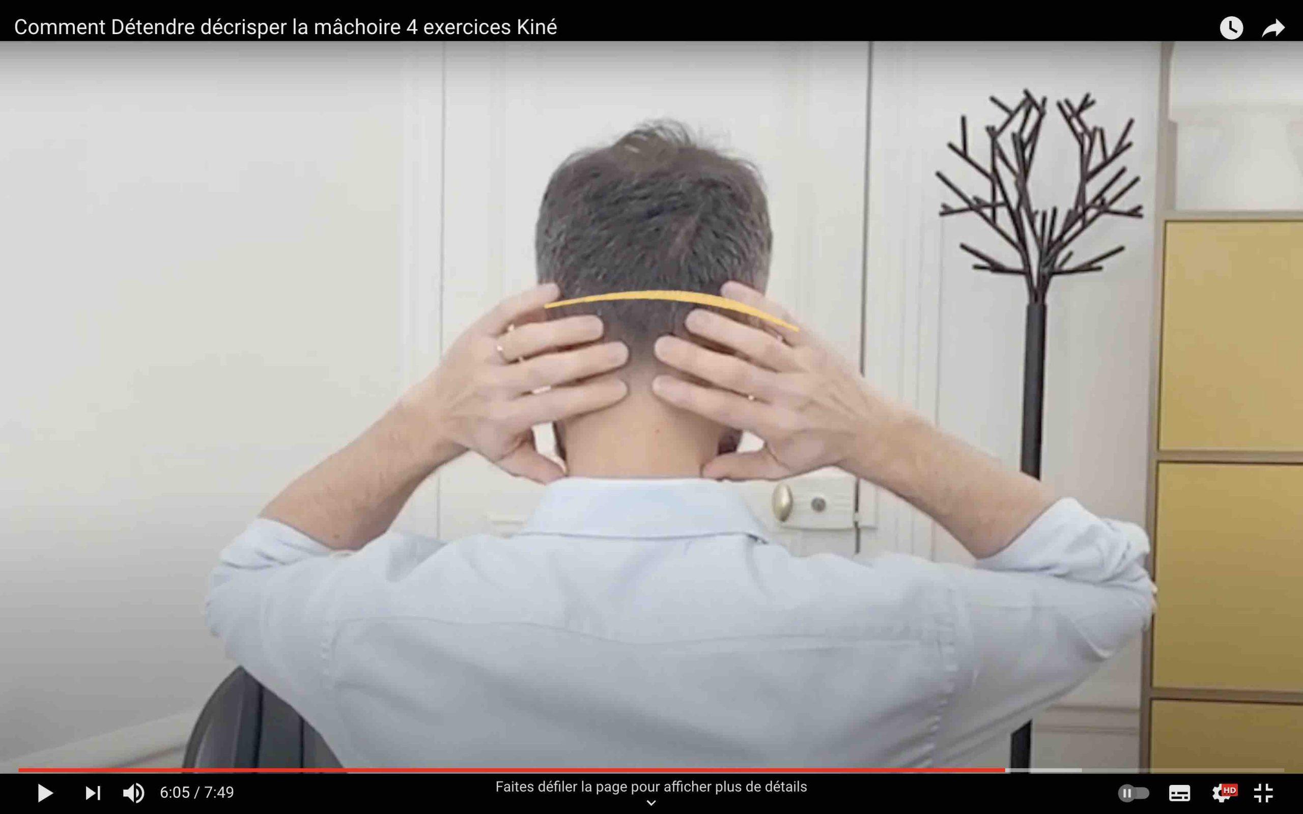 Masser le crâne pour détendre la mâchoire
